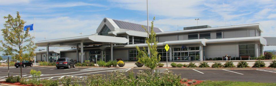 La Crosse Regional Airport terminal building from the road